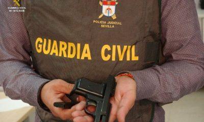 AionSur ARMA-mod-400x240 Detenido un vecino de Dos Hermanas que vendía un arma por internet Provincia Sucesos