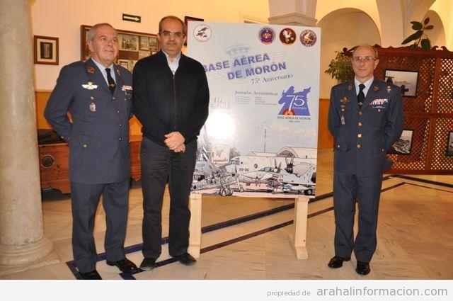 AionSur DSC_0407 El alcalde de Arahal dice que la Base aérea forma parte de los recuerdos de los vecinos y por eso permite la exposición sobre su historia Sin categoría