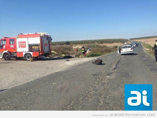 AionSur PicsArt_1425306339291 Accidente entre dos turismos por un adelantamiento en la carretera Morón-Arahal Sucesos