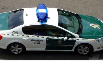 AionSur coche-guardia-400x240 Detenidos dos vecinos de Brenes por incendiar 10 contenedores Provincia Sucesos