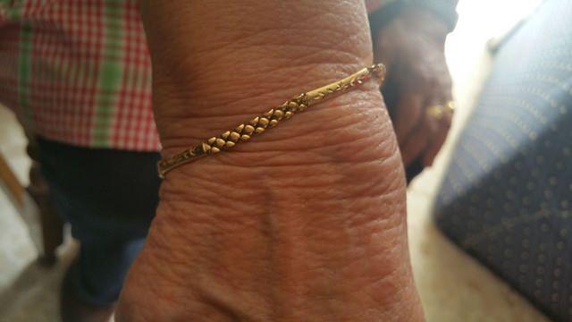 AionSur 17242170802_cce2269452_z Intenta robar con engaños una pulsera de oro a una mujer mayor Sucesos