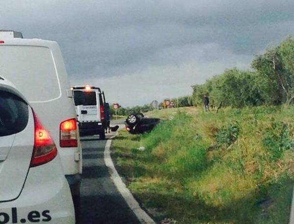 AionSur: Noticias de Sevilla, sus Comarcas y Andalucía CCphvAMW8AEHBP5 Nuevo accidente de tráfico sin heridos en la carretera Morón Arahal Sucesos