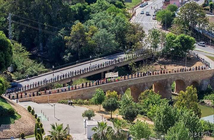 AionSur Foto-1-2ª-edición-Dale-la-mano-a-tu-río-19-abril-15 Cientos de participantes le dieron la mano al río Guadaira Medio Ambiente  Dale la mano a tu río