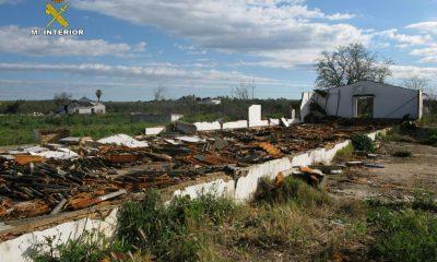 AionSur NAVE-DESTRUÍDA1-400x240 Destruyen dos naves en Carmona para vender los hierros Provincia Sucesos