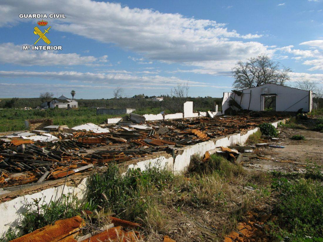 AionSur NAVE-DESTRUÍDA1 Destruyen dos naves en Carmona para vender los hierros Provincia Sucesos