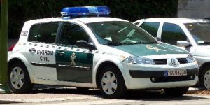 AionSur coche-guardia1-300x150 Detenido por el atraco a una tienda de telefonía en Triana Provincia Sociedad