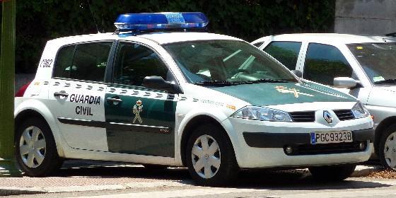 AionSur coche-guardia1 Detenido por el atraco a una tienda de telefonía en Triana Provincia Sociedad