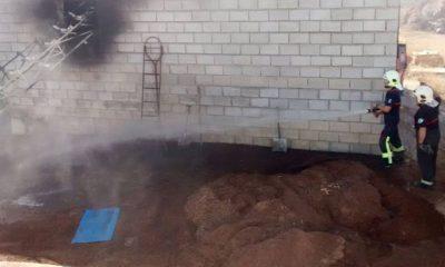 AionSur bomberos-5-400x240 Bomberos de Arahal sofocan un incendio en la empresa Biomasas La Campiña Sucesos