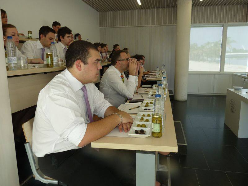 Alumnado y profesores de la prestigiosa escuela francesa de gastronom a ferrandi catan y asisten - Curso cocina sevilla ...