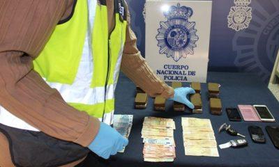 AionSur droga-grupo-I-UDYCO-013-400x240 Detenidos in fraganti en Sevilla dos personas mientras realizaban un trato de drogas en plena calle Sucesos