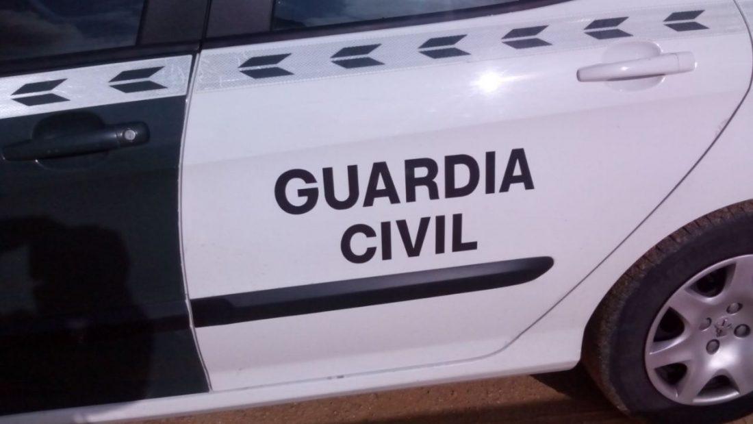 AionSur coche-guardia-1 Detenido en Estepa por golpear y secuestrar a su expareja Sucesos