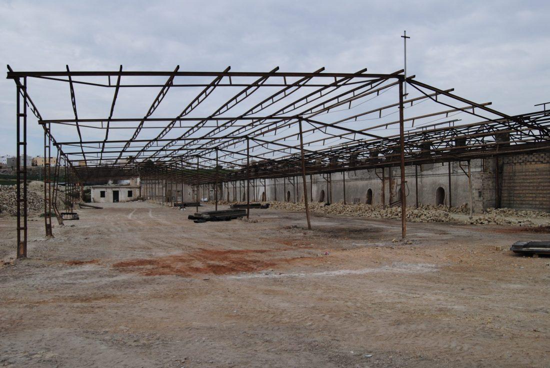 """AionSur DSC_4394 La Puebla: Continúan las obras de retirada de amianto y desmonte del  tejar """"Los cuarenta"""" La Puebla de Cazalla Provincia"""
