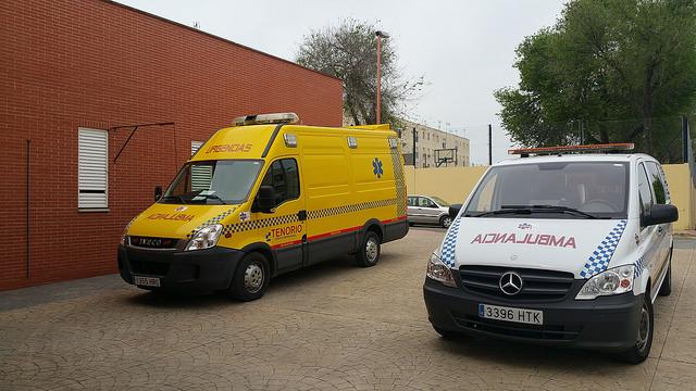 AionSur 26216084104_072b72bec1_z Los técnicos de ambulancia del Centro de Salud piden instalaciones adecuadas para los vehículos Salud