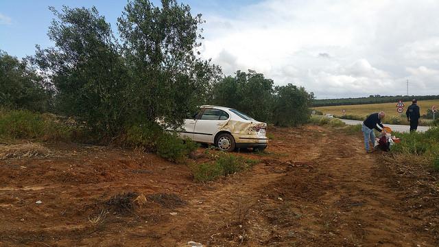 AionSur 26646793320_740f9b3df0_z Dos accidentes en dos horas en la carretera Arahal/Morón con el resultado de una joven herida leve Sucesos
