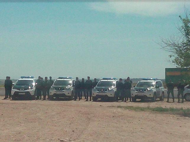 AionSur Efectivos-Guardia-Civil-Somonte-Foto_EDIIMA20160602_0461_5 La Junta desaloja de Somonte a jornaleros en paro que la trabajaban desde 2012 Provincia