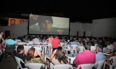 AionSur cinema_tomares-400x240 Una familia de Tomares mantiene desde hace más de 50 años el único cine de verano de la provincia Provincia