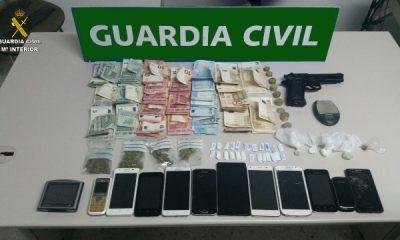 """AionSur EFECTOS-400x240 4 detenidos en Los Palacios por vender drogas """"duras"""" en una vivienda Sin categoría"""