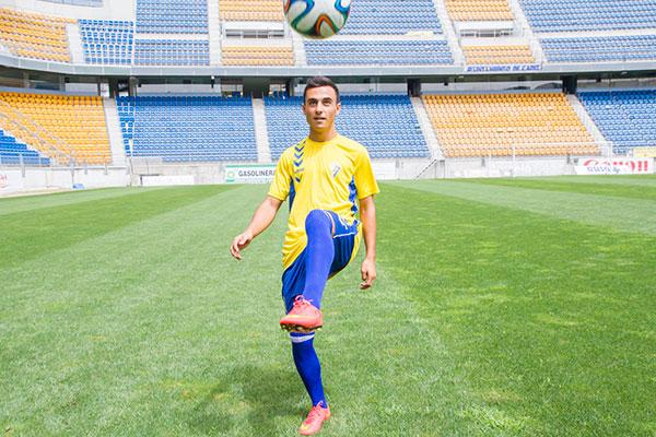 AionSur alvaro_garcia_rp_presentacion El atacante utrerano Álvaro García ficha por el Cádiz Deportes Fútbol Utrera