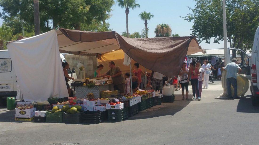 Las obras de mejora del mercado ambulante de Arahal incluye la instalación de toldos que darán sombra en la zona