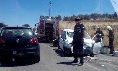 AionSur ACCIDENTE-400x240 Herida grave en un accidente provocado por la colisión de dos vehículos en la carretera Paradas/Arahal Sucesos