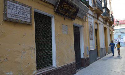 AionSur Cernuda_Casa_2-400x240 Un grupo de vecinos de Sevilla intenta recuperar la casa donde nació el poeta Luis Cernuda Sin categoría