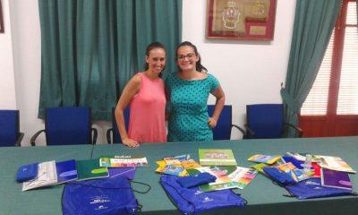 AionSur esperanza-400x240 El Ayuntamiento entrega a la Hermandad de la Esperanza material escolar para las familias más necesitadas Sin categoría