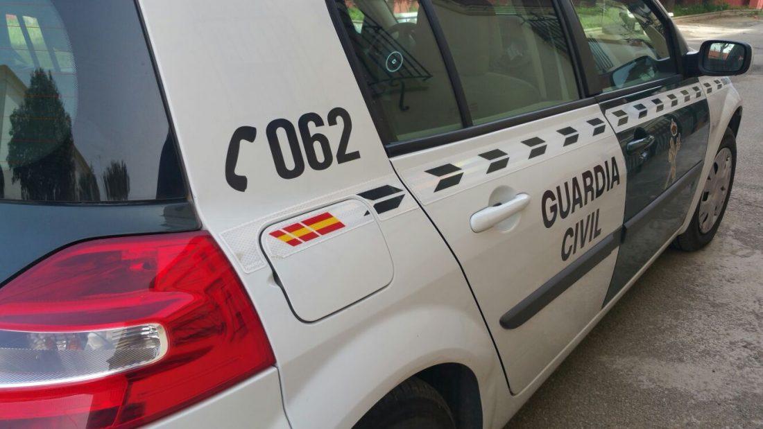 AionSur coche-guardia-2 Investigan a un hombre por conducir con su hijo de 7 años al volante Sucesos