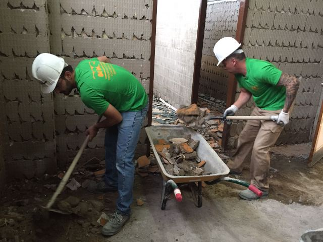 AionSur obras-vestuarios-andrés-jiménez-CARMONA Carmona: Obras de renovación de los vestuarios del pabellón 'Andrés Jiménez' Carmona Provincia