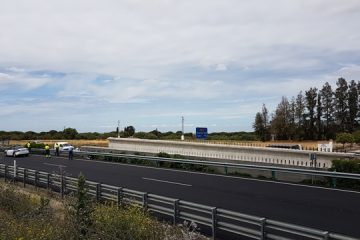 AionSur 20170427_143642-360x240 Un camión vuelca en la A92 a su paso por Paradas con una viga de 140 toneladas Andalucía