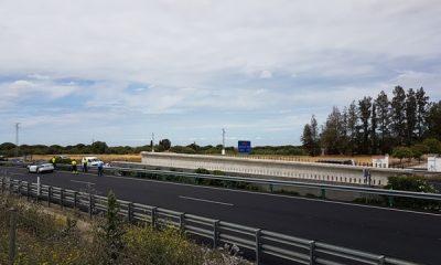 AionSur 20170427_143642-400x240 Un camión vuelca en la A92 a su paso por Paradas con una viga de 140 toneladas Andalucía