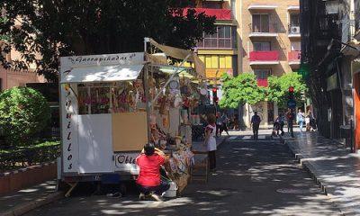 AionSur: Noticias de Sevilla, sus Comarcas y Andalucía 33136297564_a5cbf30387-400x240 Una hermandad de Sevilla cambia su itinerario para sortear comercios ambulantes Andalucía Provincia Semana Santa Sevilla Semana Santa
