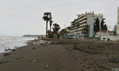 AionSur 34070901921_6d2e1c1a3b_z-400x240 Olas de casi 8 metros por un temporal de vientos provocan graves daños en playas de Málaga Andalucía Málaga