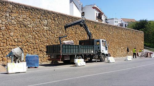 AionSur 34092676335_ab1fe61c71 Comienza la construcción de un camino peatonal que conectará las puertas de Sevilla y de Córdoba Carmona Provincia