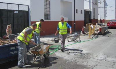 AionSur trabajadores-Carmona1-400x240 Nuevo plan de urgencia social para contratar a cincuenta desempleados en Carmona Carmona Provincia urgencia social