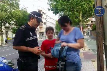 AionSur 33920302353_9777b077e2-360x240 Dos policías recorren media Sevilla en busca de un autobús para recuperar el bolso de una mujer Andalucía Provincia Sevilla