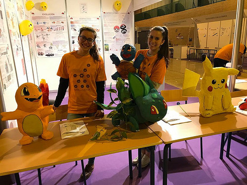 AionSur 34649757165_fd0b6a0deb La Ciencia Pokemon del IES Campiña de Arahal triunfa en la Feria de la Ciencia de Sevilla Andalucía Arahal Sevilla