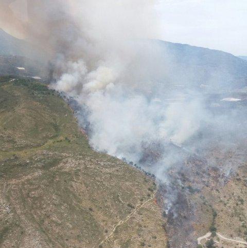 AionSur C_9SAQeV0AIfHLY Se activa el nivel 1 del Plan de Emergencias en un incendio en Salobreña Andalucía Granada