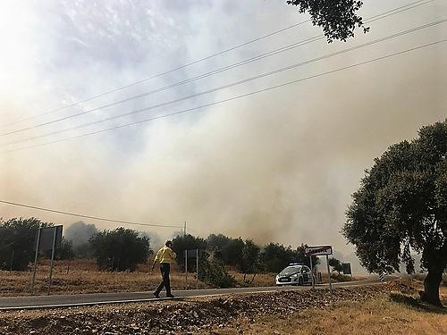 AionSur 35868356922_3908b0893b Sofocado el incendio iniciado el martes en Gerena, que ha arrasado 10,5 hectáreas Sucesos