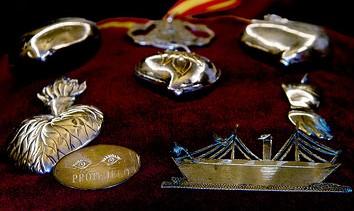 AionSur 36042494876_5c7f3c1bc9 Los tesoros donadas a la Virgen del Rocío se exponen por primera vez Sociedad