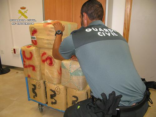 AionSur 35539563153_0fb252f56e La Guardia Civil detiene a una persona e incauta 215 kilos de polen de hachís Provincia Utrera