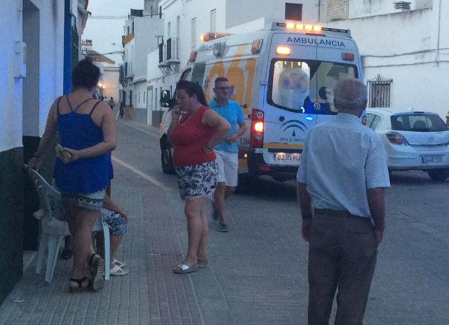 AionSur: Noticias de Sevilla, sus Comarcas y Andalucía IMG-20170825-WA0073 Un joven resulta herido grave en un accidente de moto en la calle Fuente de la Salud Sucesos
