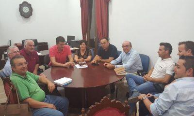 AionSur ReunionAgricultores-400x240 Estepa: Alcalde y agricultores estudian poner en marcha un plan de actuaciones en zonas rurales Estepa