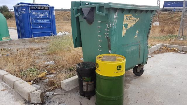 AionSur 20171018_173749 Un empresario denuncia la aparición de bidones llenos de aceite industrial usado en La Cantarería Medio Ambiente