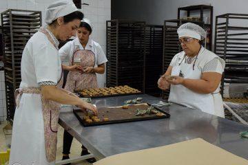 AionSur 30085465724_a9d2202034_z-360x240 Susana Díaz visita el viernes Estepa para apoyar al sector del mantecado Estepa
