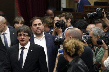 """AionSur 636432609065253733-360x240 Puigdemont declara la independencia pero suspende sus efectos para """"dialogar"""" Política"""