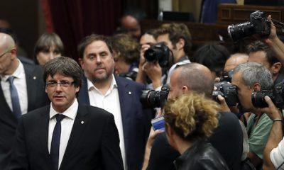 """AionSur 636432609065253733-400x240 Puigdemont declara la independencia pero suspende sus efectos para """"dialogar"""" Política"""
