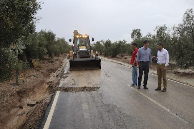 AionSur Lluvias-en-Estepa02 Abre al tráfico la carretera de Estepa a El Rubio tras una mañana intensa de trabajo Sucesos