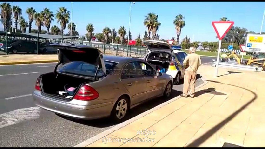 AionSur Coches-aeropuerto Localizan varios coches que transportaban viajeros desde el aeropuerto de Sevilla sin licencia Sevilla