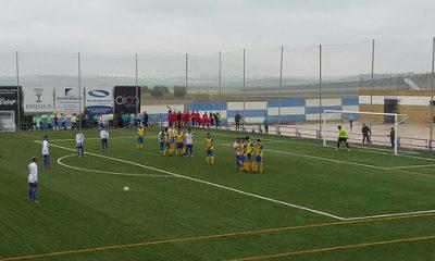 AionSur: Noticias de Sevilla, sus Comarcas y Andalucía 38991912884_6de0e844ab-400x240 Derrota para seguir en tierra de nadie Deportes Fútbol