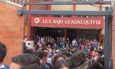 AionSur lebrija-protesta-IES-BG-01-kFUB-620x349@abc-400x240 Nombran nuevo equipo directivo en IES de Lebrija tras la dimisión de la directora Educación
